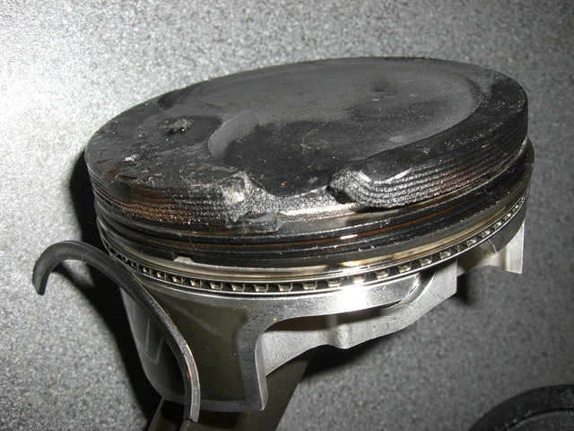 Piston Skirt Damaged